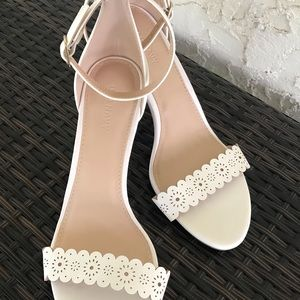 NEW!! Old Navy never  been worn cream color shoes